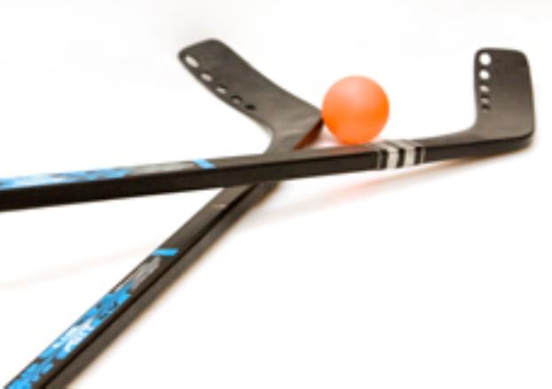 Bâtons et balle de hockey cosom